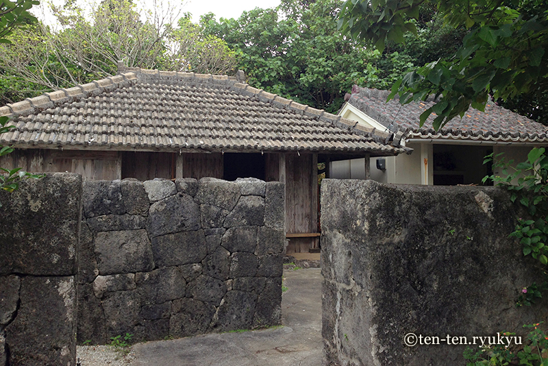 久高島の大里家(ウプラトゥー)