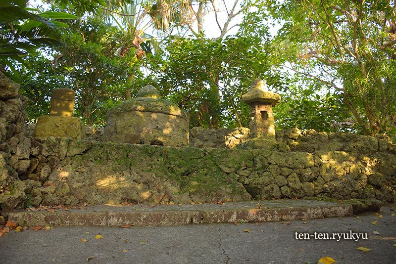 舜天の墓と伝わる食栄森御嶽(イームイ御嶽)