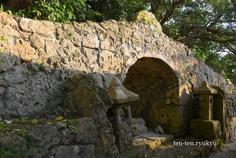 食栄森御嶽(イームイ御嶽)への入り口